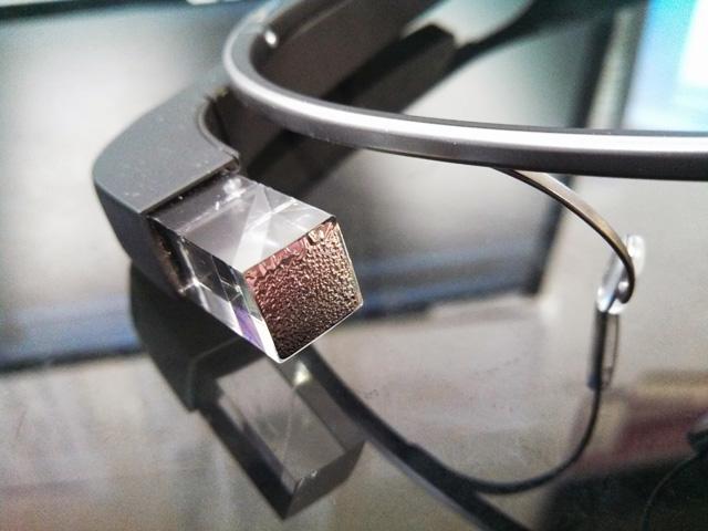 Olvadó szemüveg